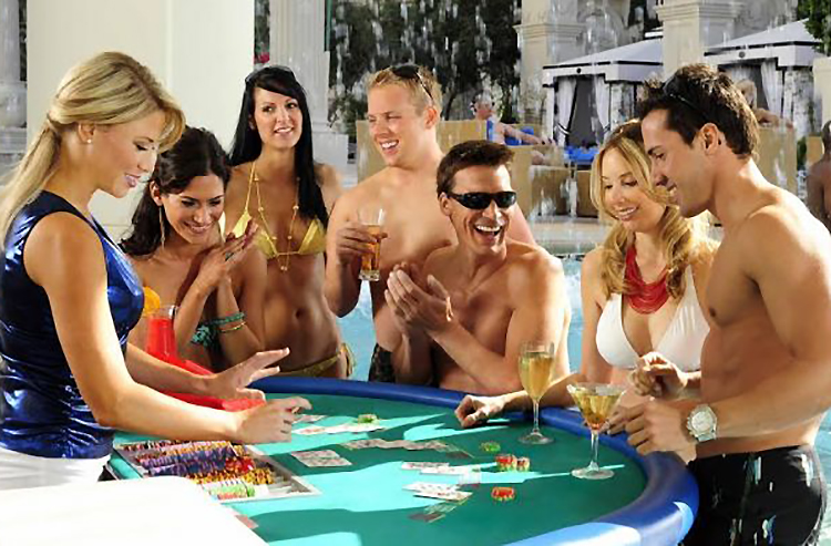 'Tis the season for gambling at (and in) the pools of Las Vegas